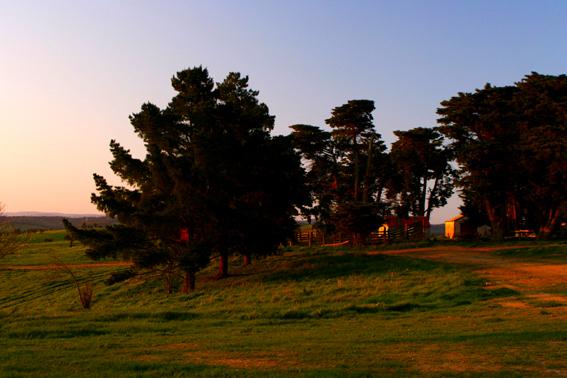 夕陽下的鄉間小屋