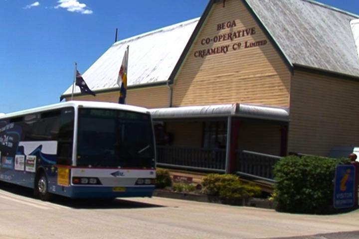 成車的遊客到Bega奶酪博物館參觀