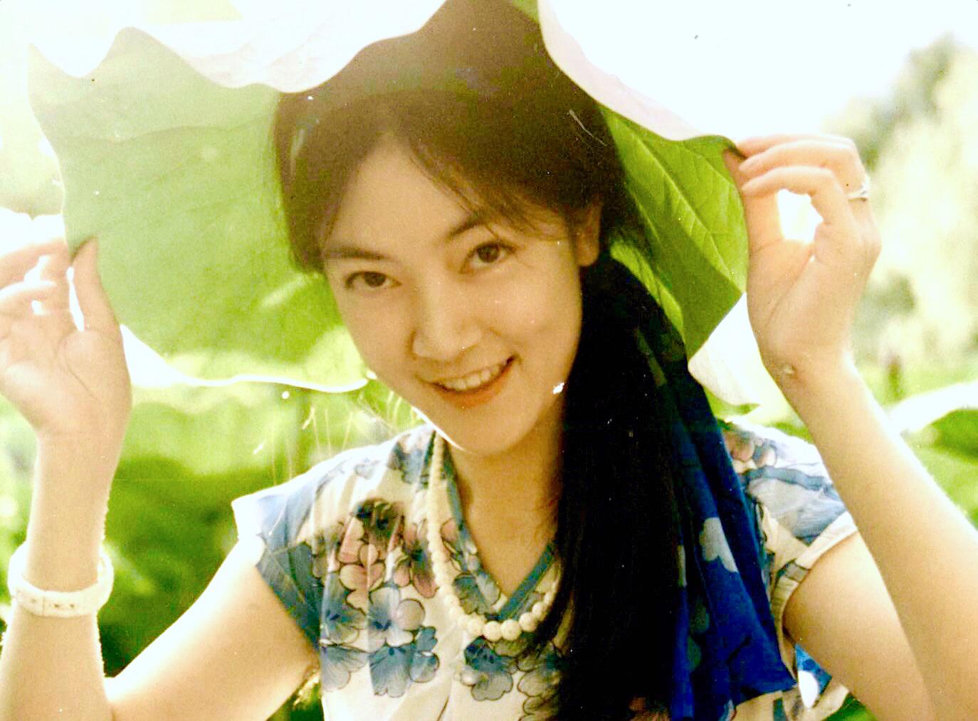 Jennifer in Summer Palace in  Beijing in 1990. 曾錚1990年攝於北京頤和園