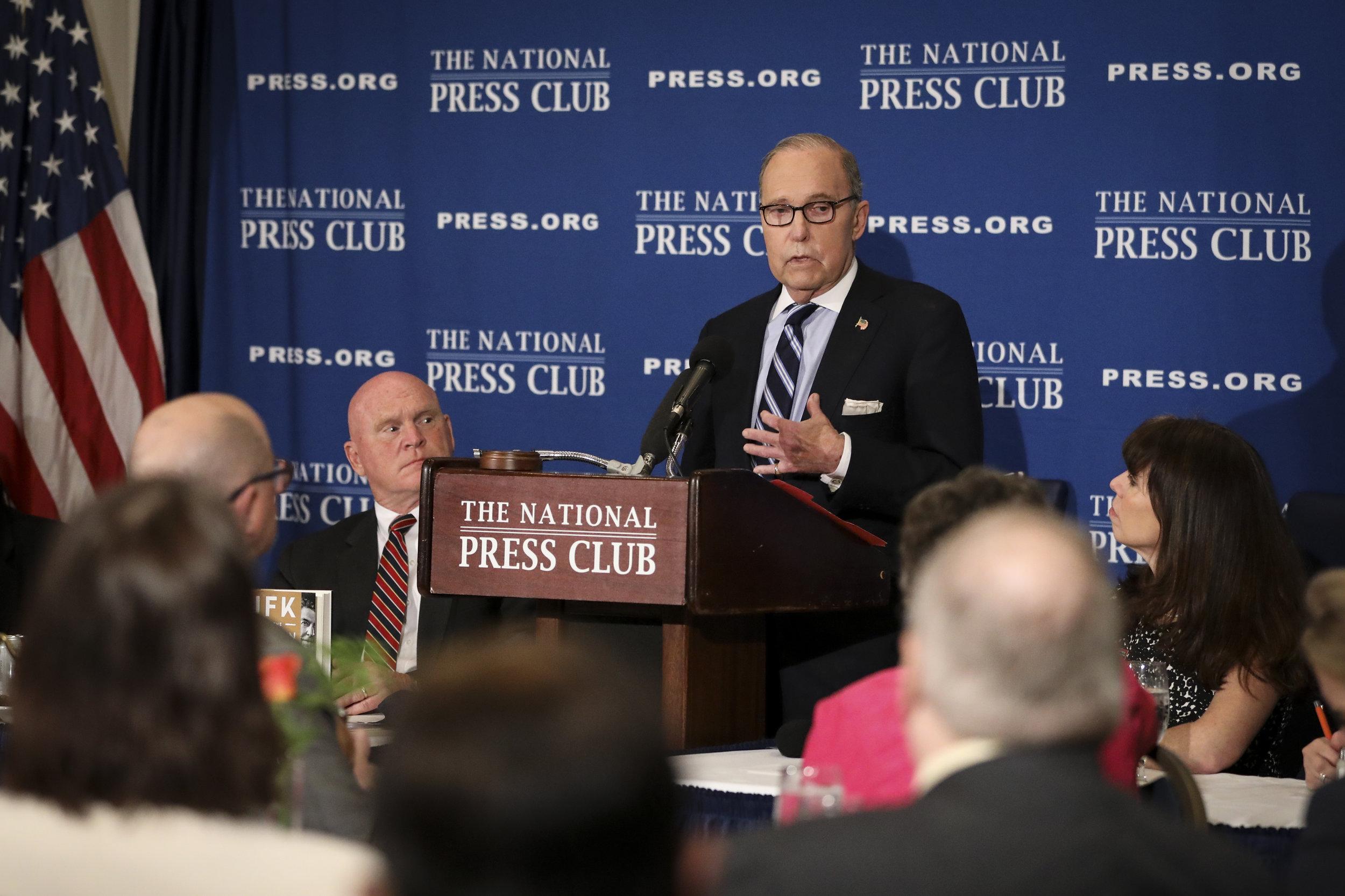 Larry Kudlow addressed the National Press Club in Washington on April 23, 2019. (Samira Bouaou/The Epoch Times) 库德洛2019年4月23日在美國國家記者部就美國經濟發表演講。(攝影:英文大紀元攝影師Samira Bouaou)