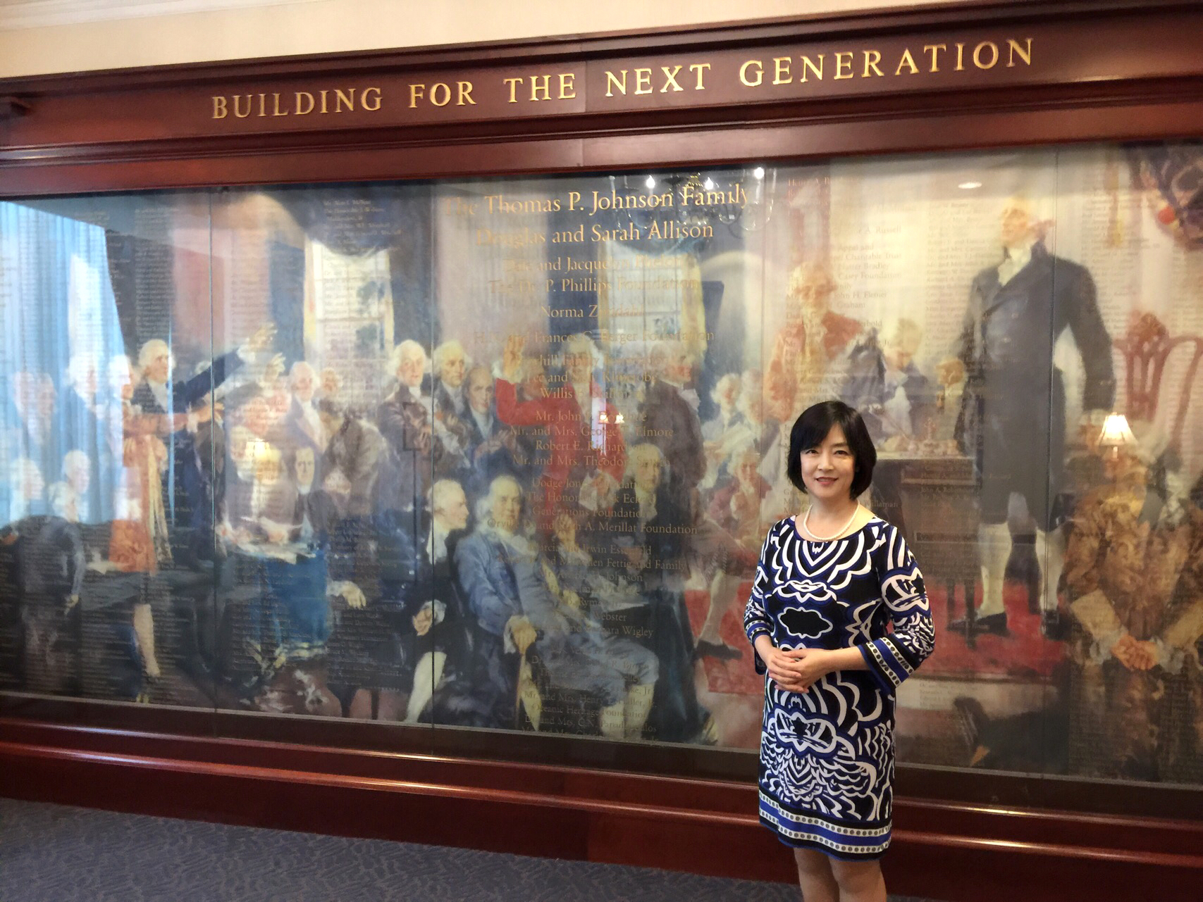 Taking a photo with the founding fathers of America after I gave a speech at the Heritage Foundation. 演講結束後,與美國建國之父們合個影。