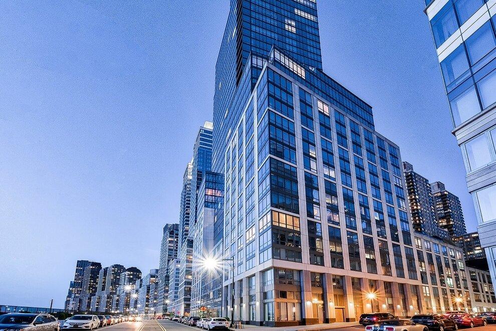 紐約市河濱大道60號大樓. 圖片來源: realtyhop.com.
