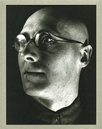 El poeta y escritor Sergei Tretyakov,  de Alexander Rodchenko, 1928