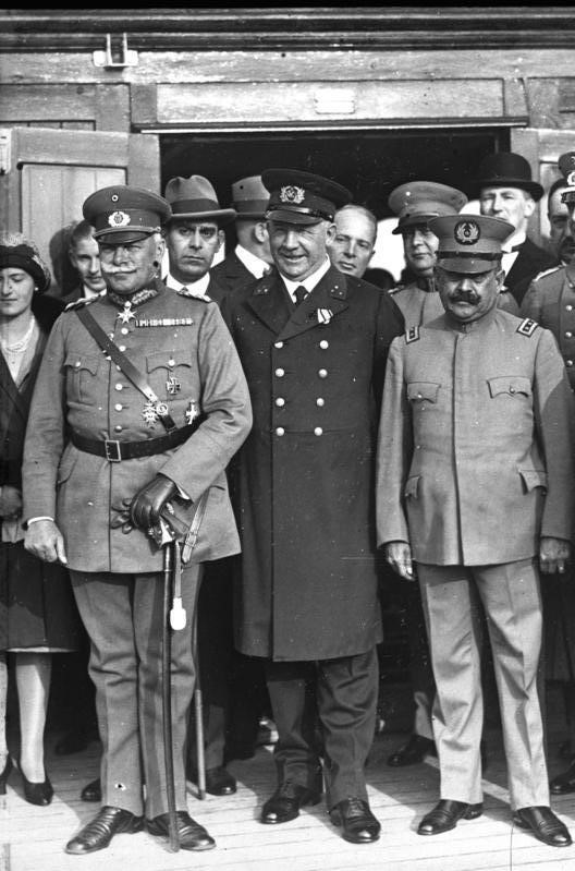 """General Wilhelm Heye, jefe del alto mando (izquierda), con el General Inspector Díaz (derecha) a bordo del vapor """"Stuttgart"""",  autor desconocido, julio de 1929"""