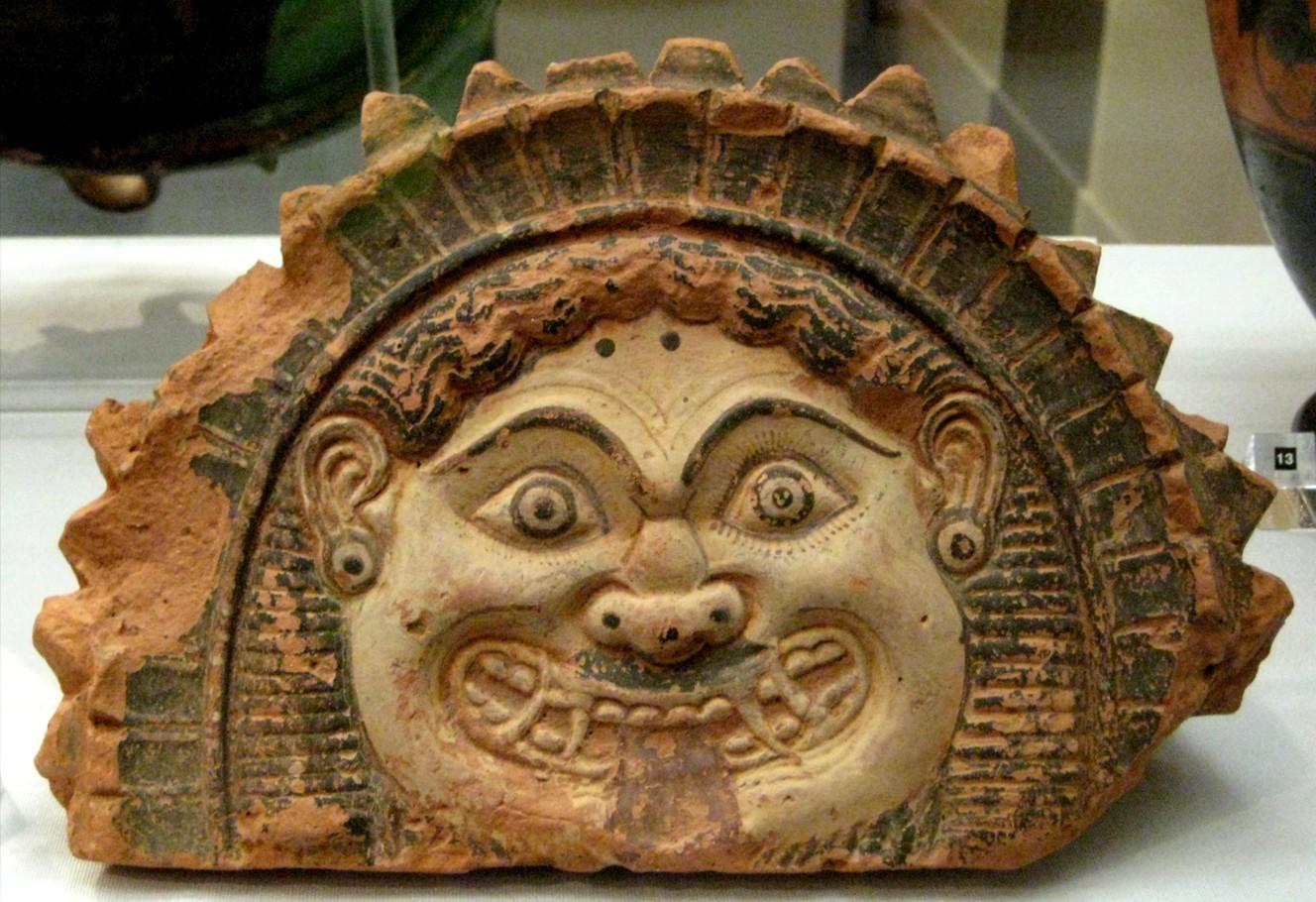 Antefija de cabeza de Gorgona,  IV a. C., Grecia ( fuente )