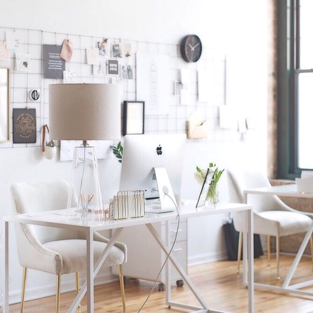 It's the beginning of a new month and we have so much in store for June! This workspace from @theeverygirl is making us want to de-clutter and freshen up our office this month! What are some helpful tips that freshen up your work space?