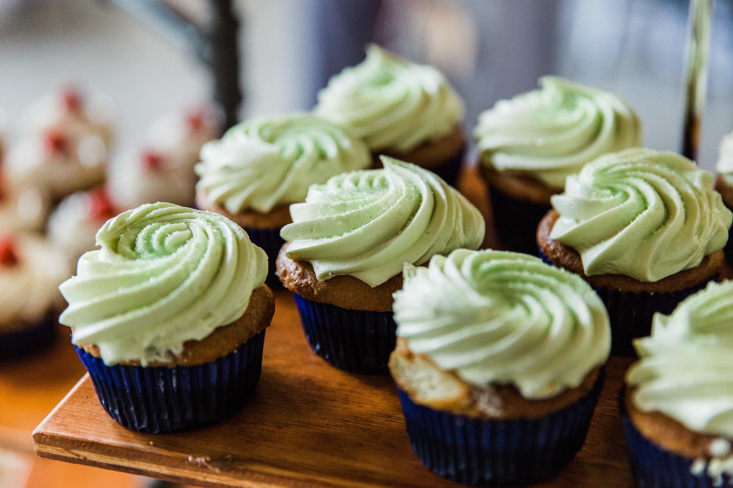 Michigan Wedding Cupcakes_Tania Howard Photography.jpg