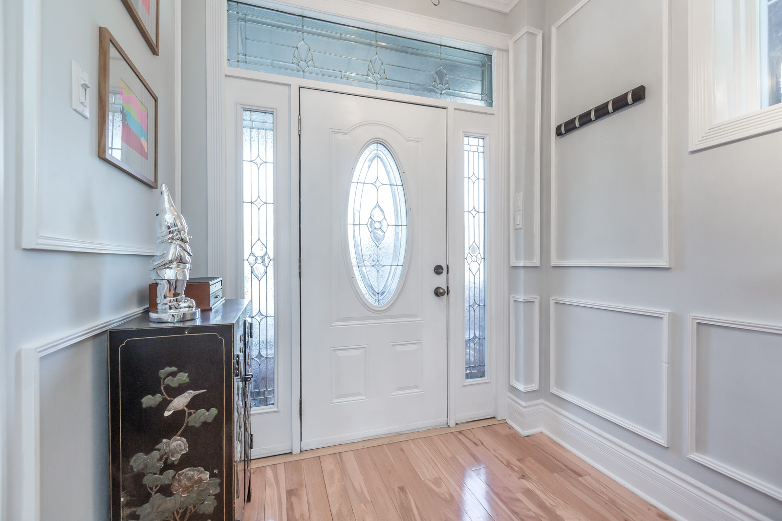 Entry way with beautiful mouldings