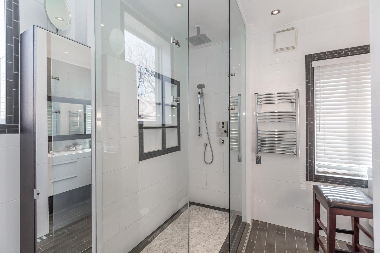 Toronto shower with rain showerhead