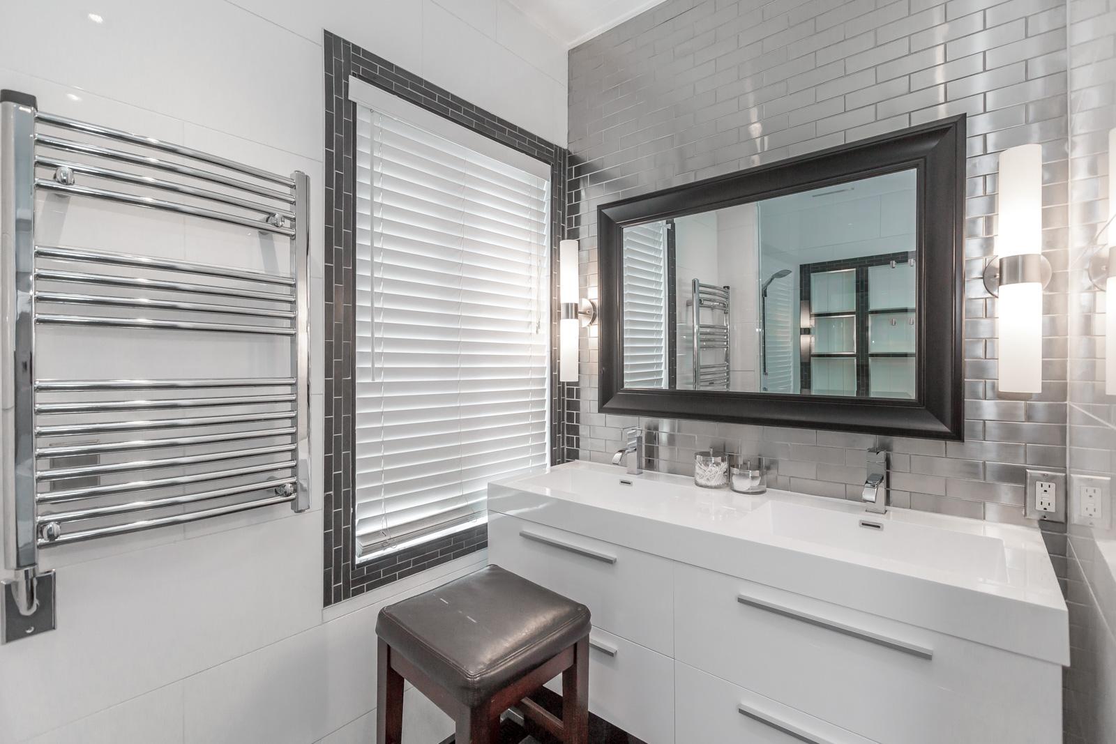 Modern Toronto bathroom