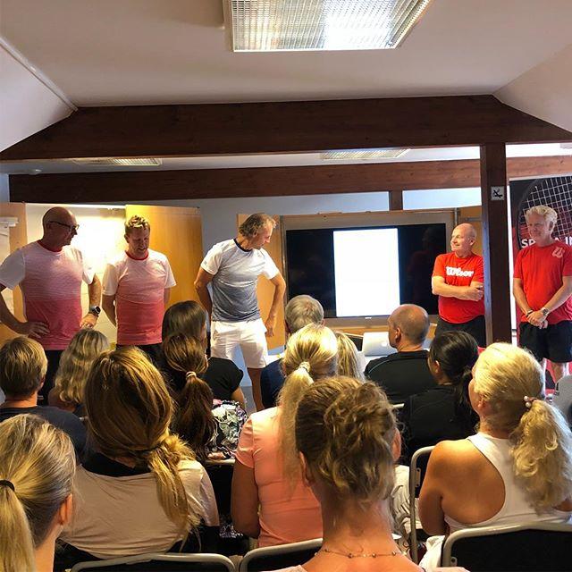 Grymt tränarteam på Wilson Tennis Camps Vuxenläger i Båstad. Nu kör vi👍👍
