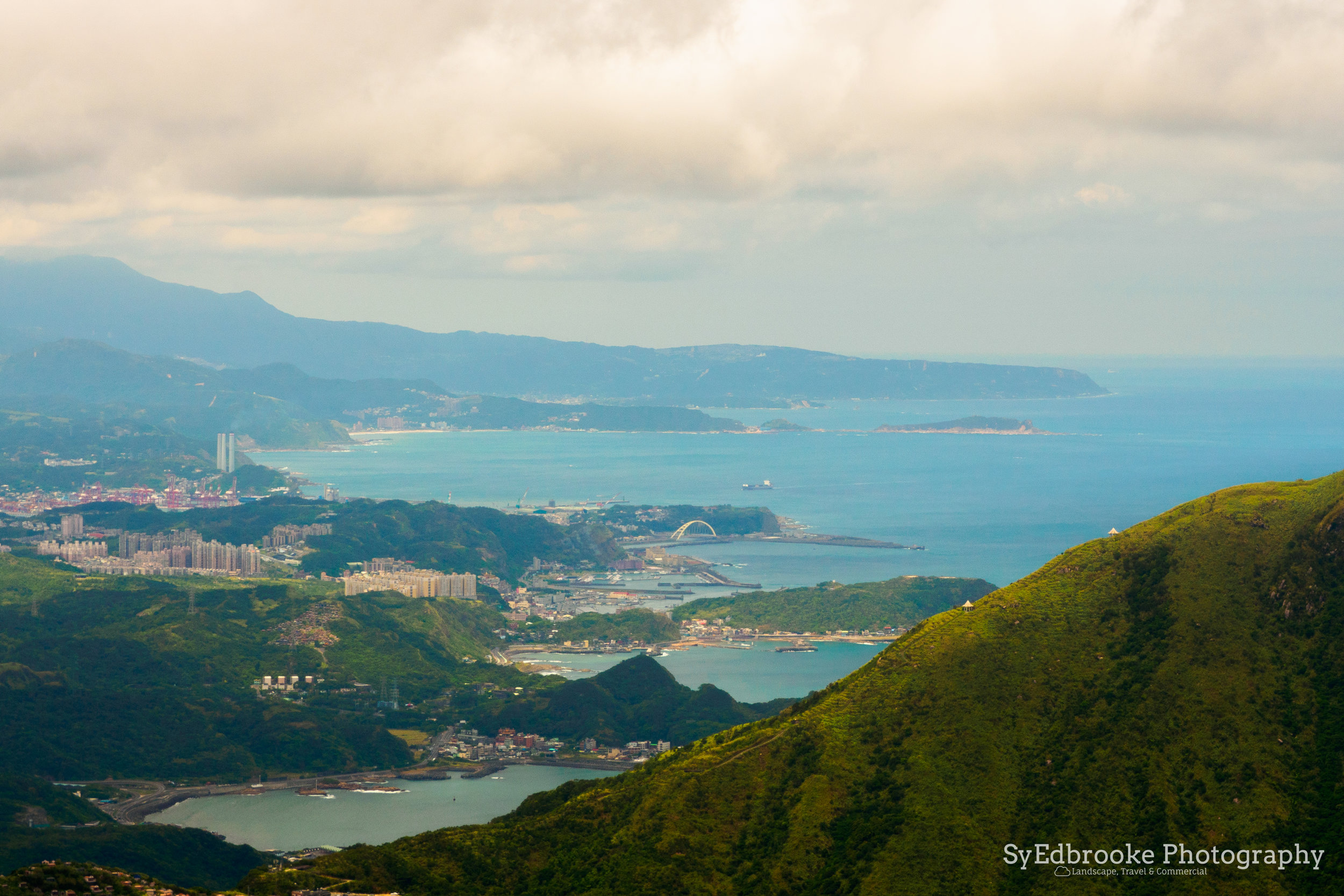 Mt. Keelung with the port and Keelung city in the background. f11, ISO 200, 1/80, 100mm
