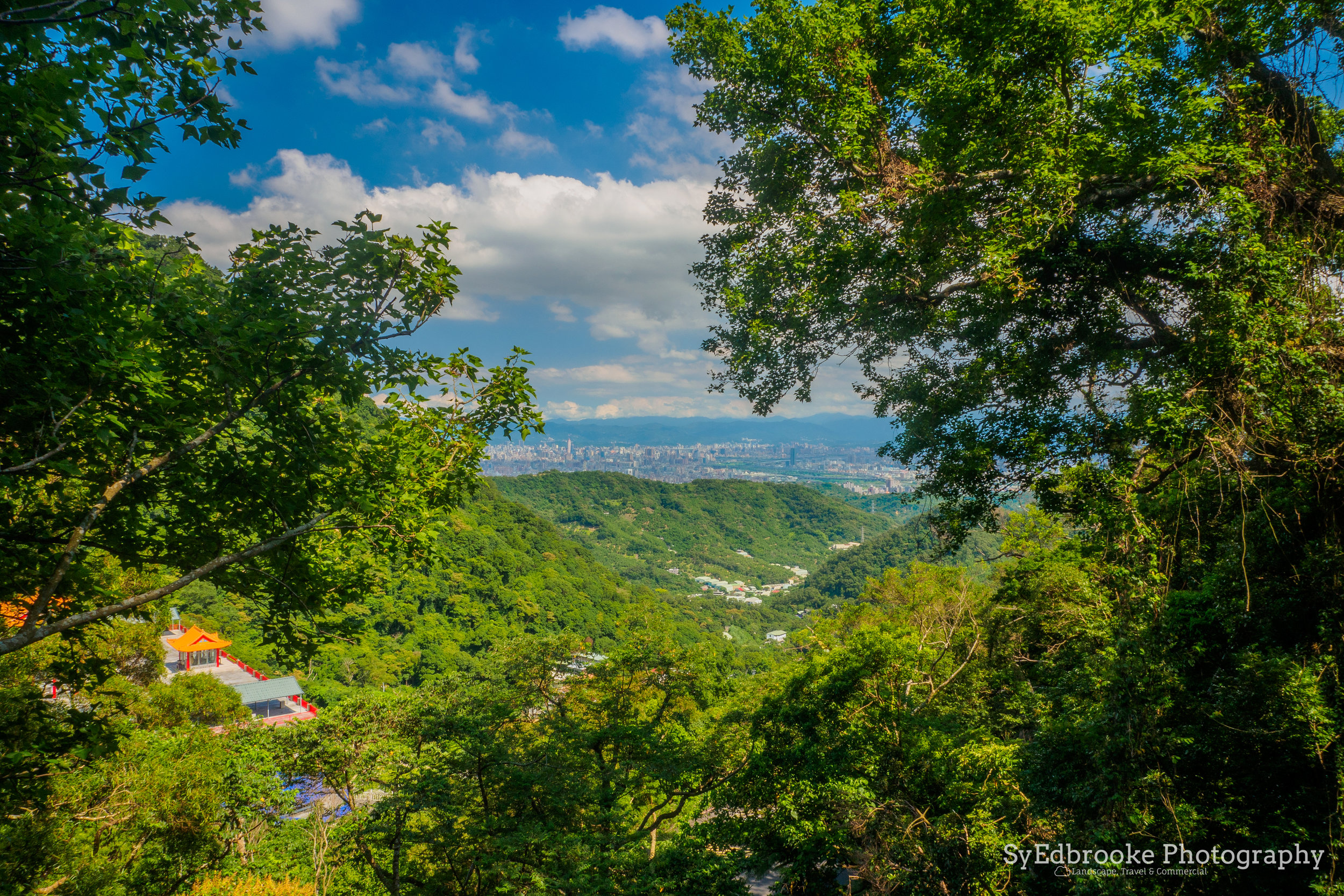 Looking back over the start of the hike towards New Taipei City. f13, ISO 200, 1/30, 24mm