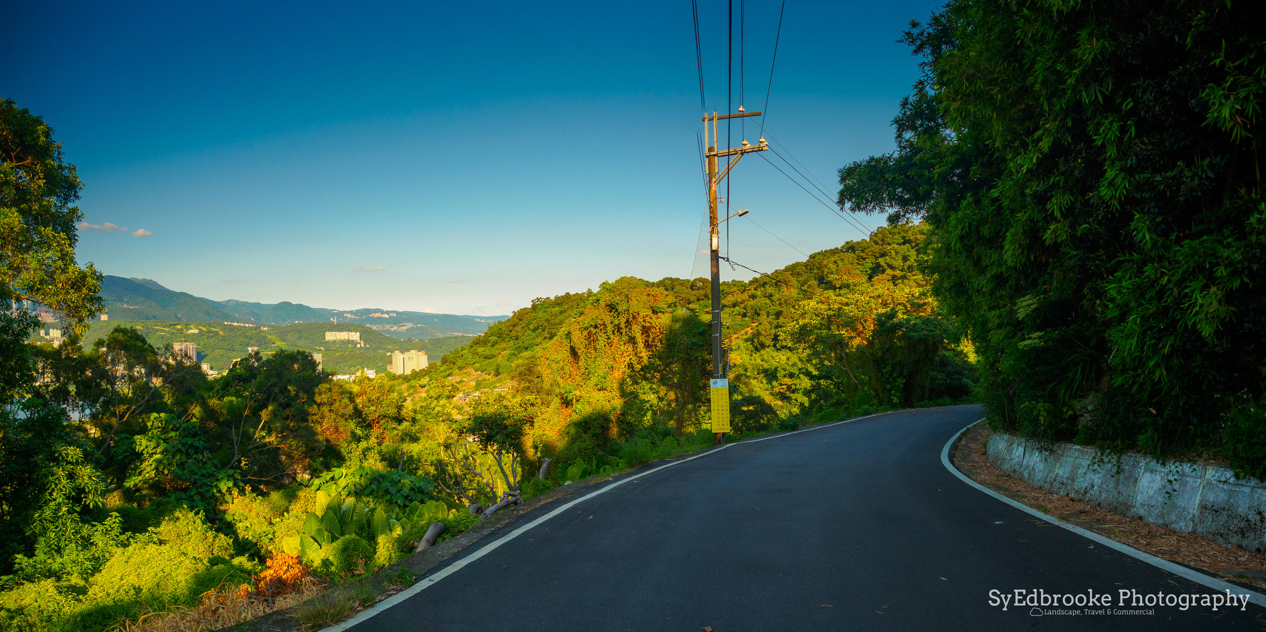The road back to Bali wharf. f3.5, ISO 200, 1/640, 24mm (stitched panoramic)