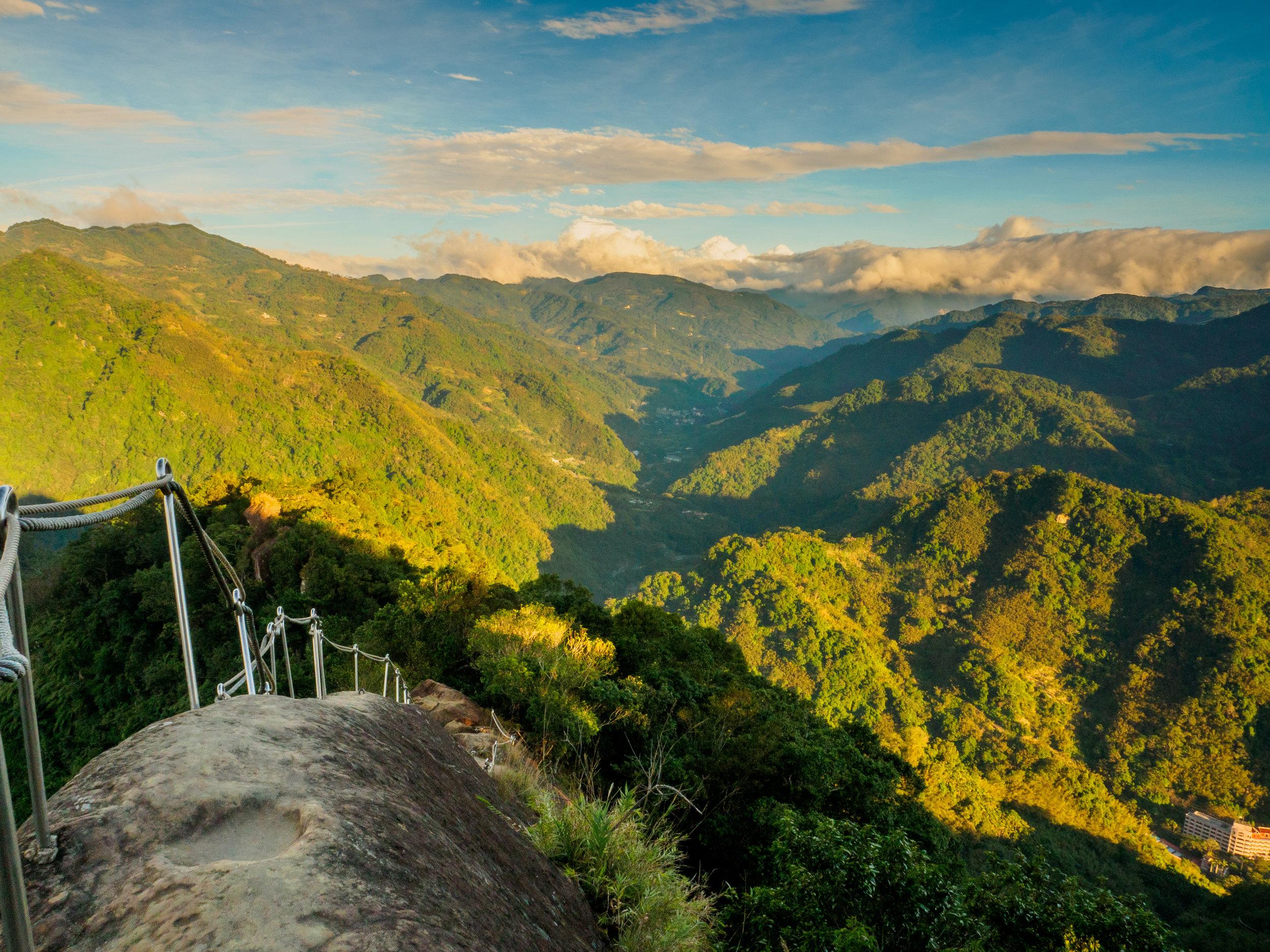 Wuliaojian - Hiking Guide