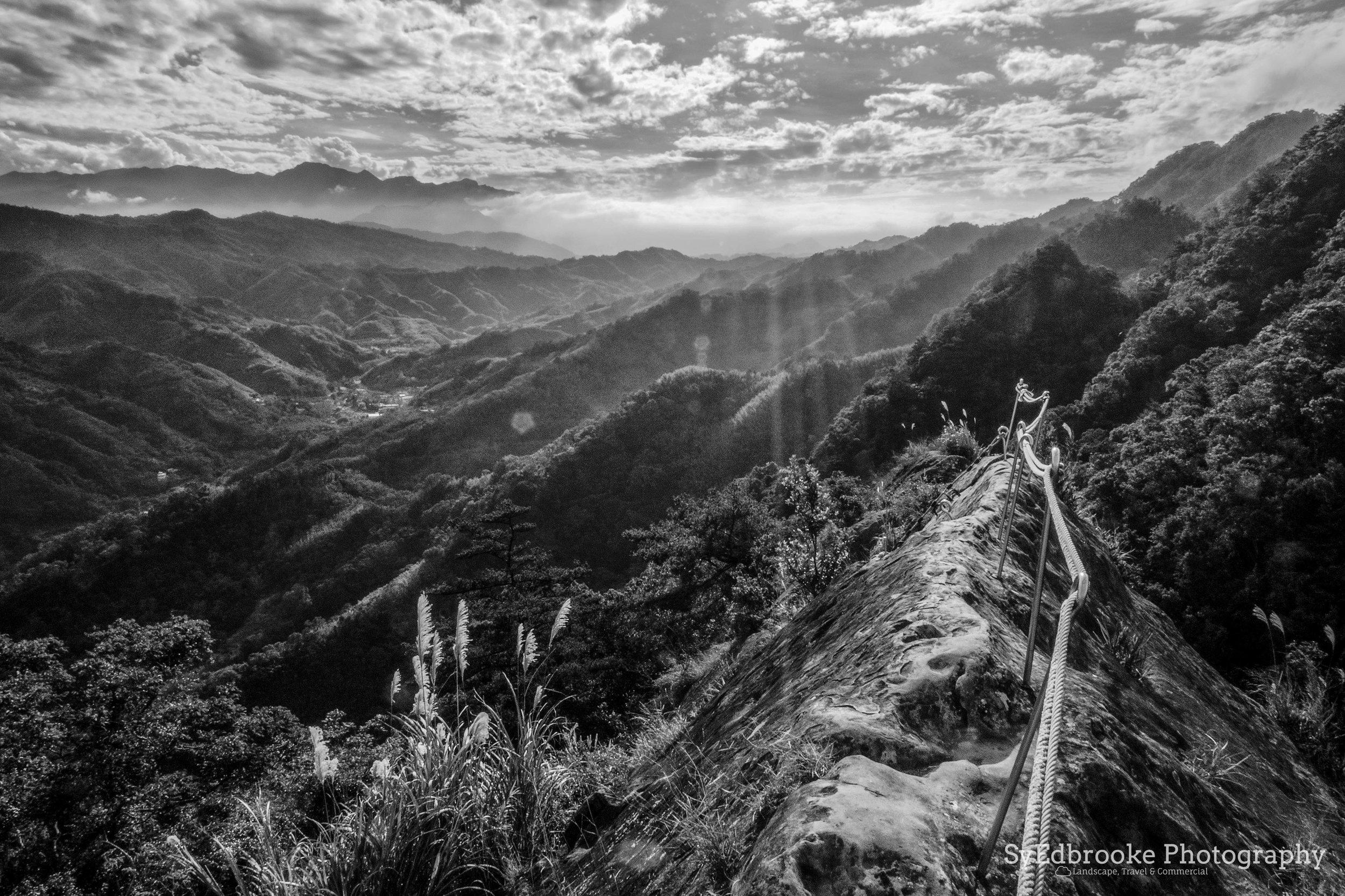 On the edge of the main hike, after climbing up. f22, ISO 1000, 1/80, 24mm
