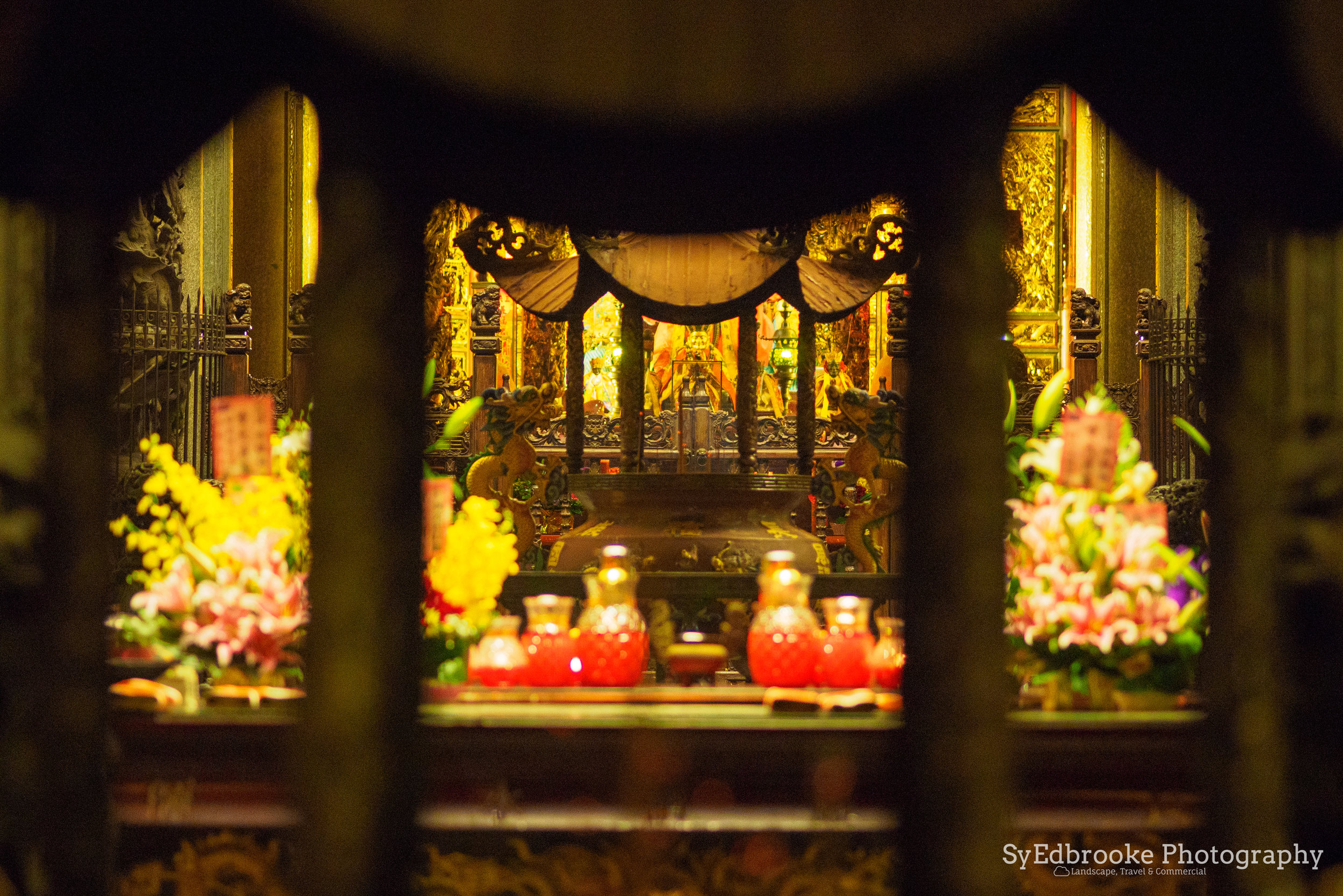 Outside looking in. f1.8, ISO 1600, 1/50, 75mm