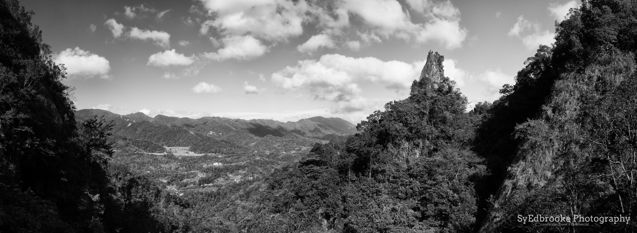 A view of Xiaozi from the valley. f3.5, ISO 200, 1/640, 24mm (stitched)