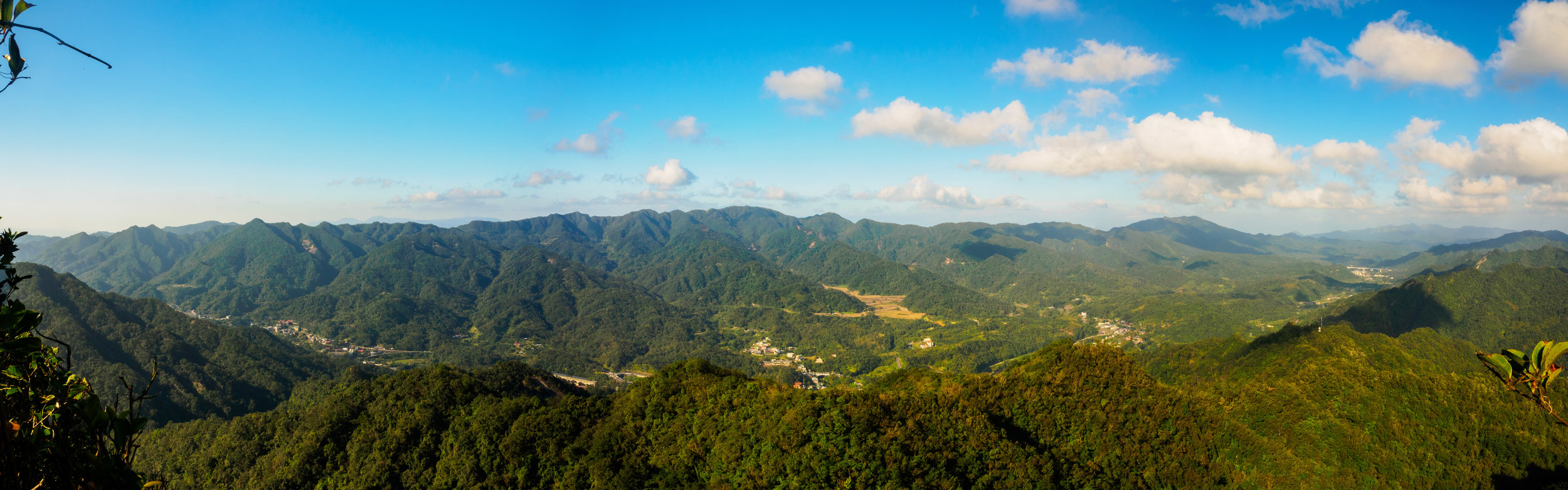 A view looking down from Jianshan ridge. f14, ISO 320, 1/60, 24mm