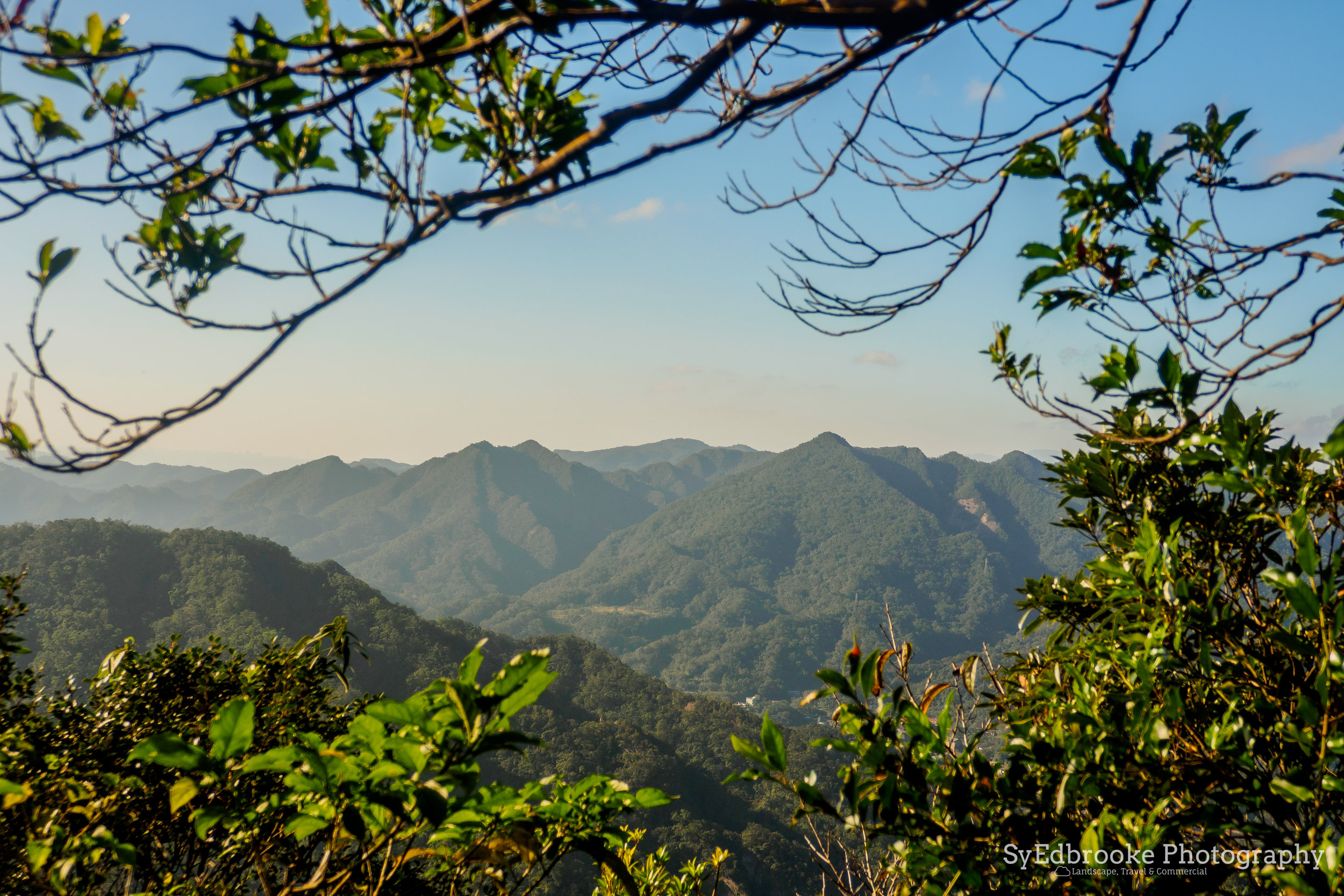 catching the start of golden hour at the Jianshan peak. f4.6, ISO 200, 1/400, 40mm