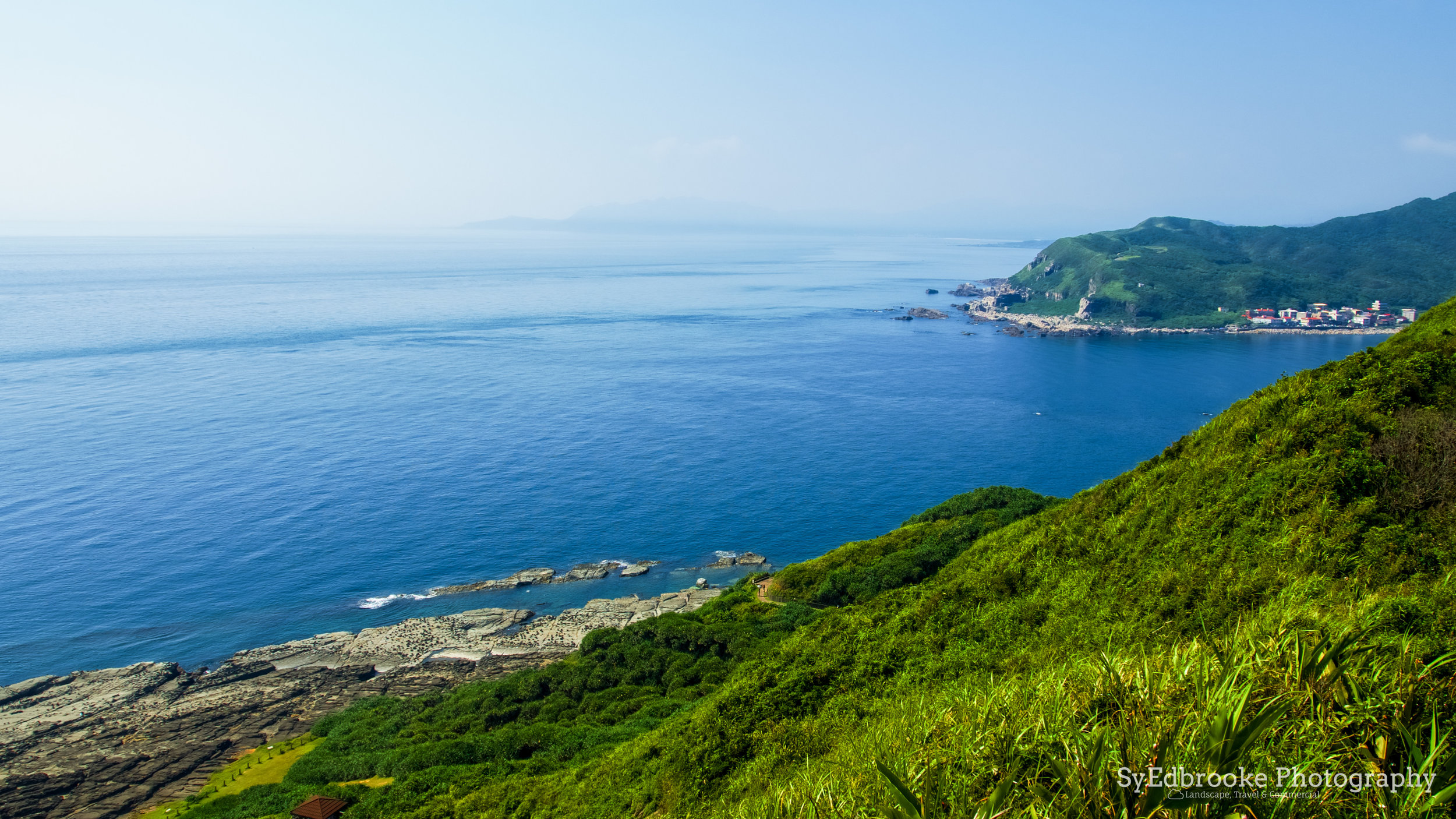 The coast looking towards Fulong. f3.5, ISO 100, 1/400, 90mm
