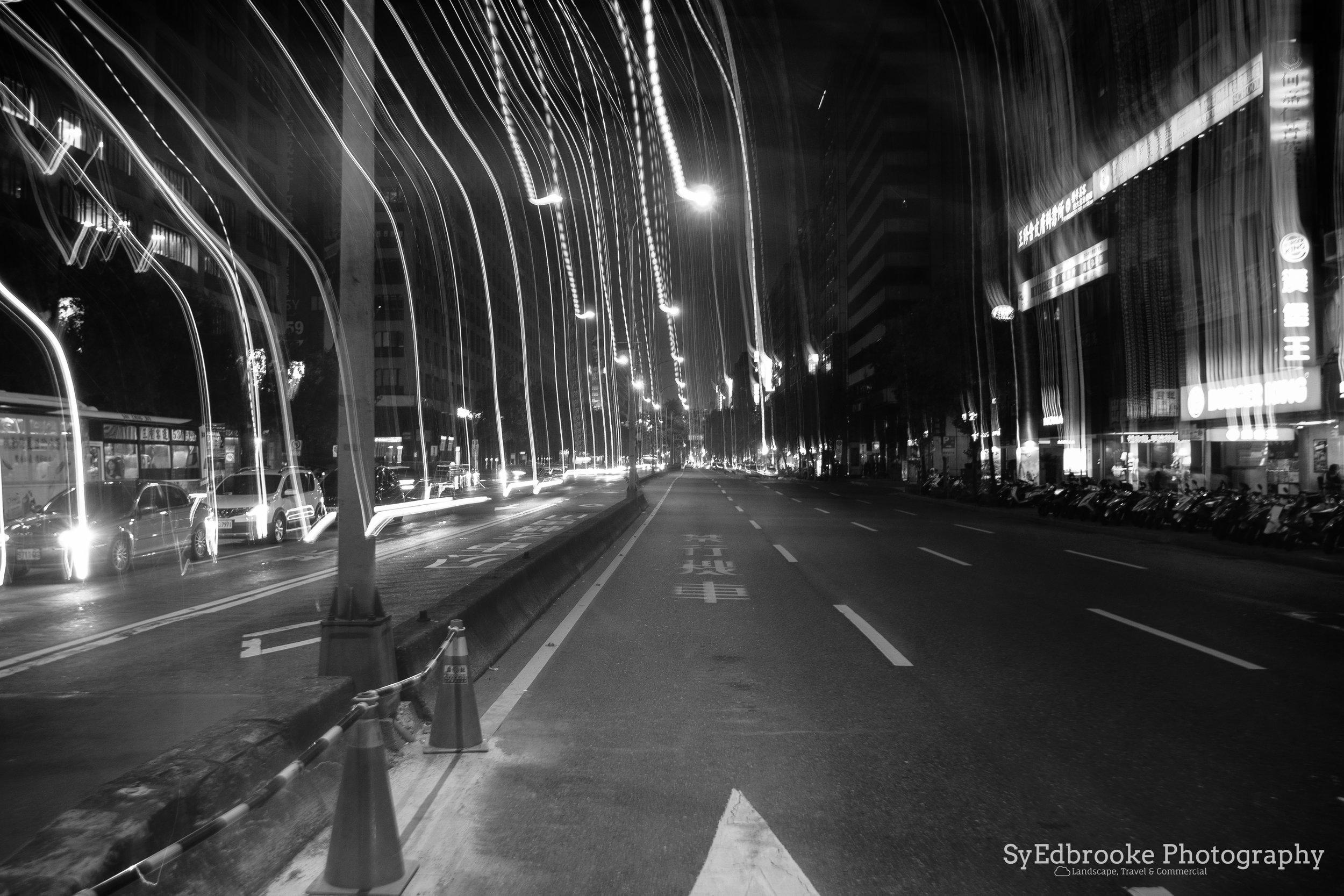 ZhongXiao dunhua crossing. f14, ISO 100, 6, 24mm