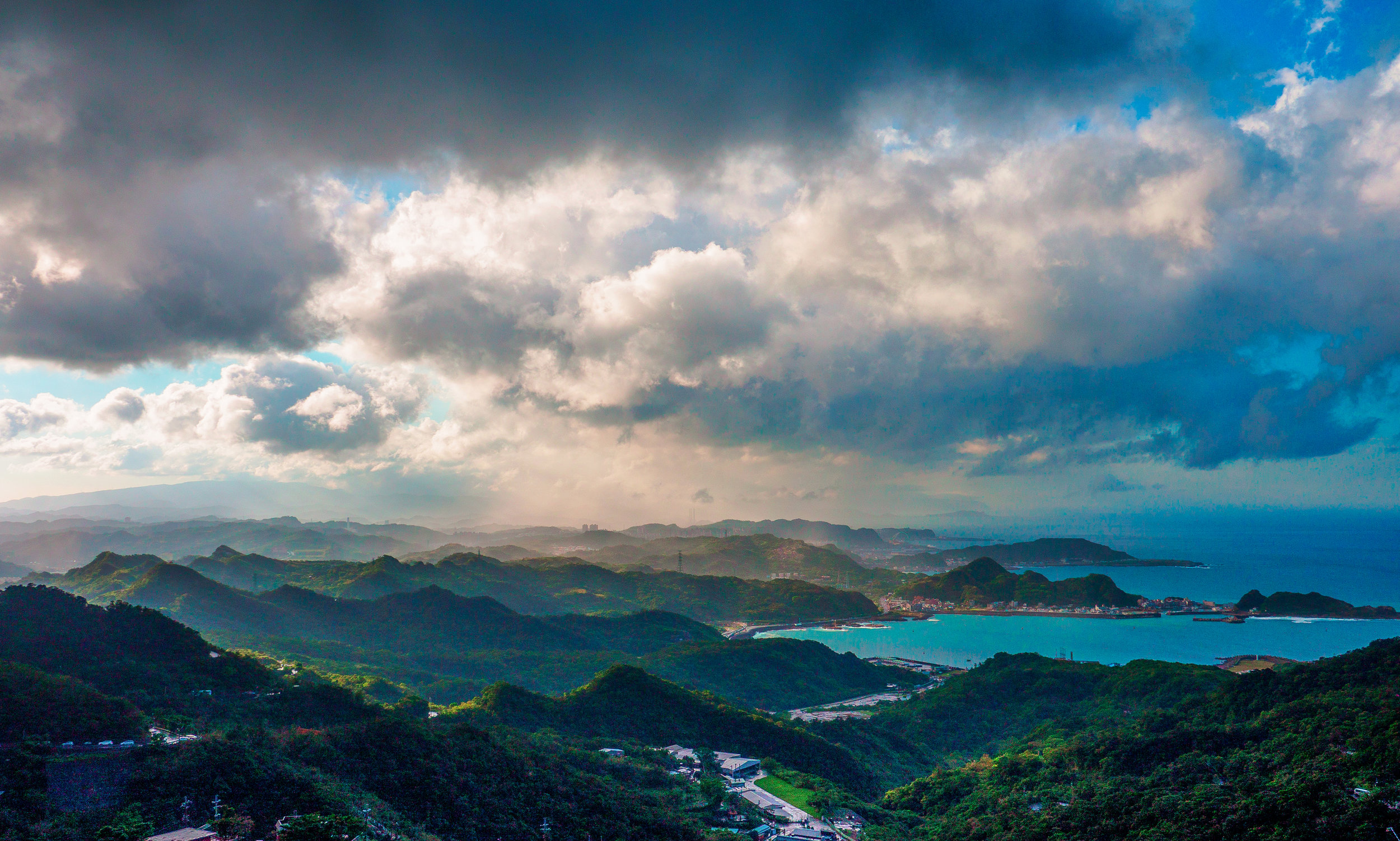 the north coast stretching all the way towards Keelung City. f16, ISO 200, 1/800, 28mm