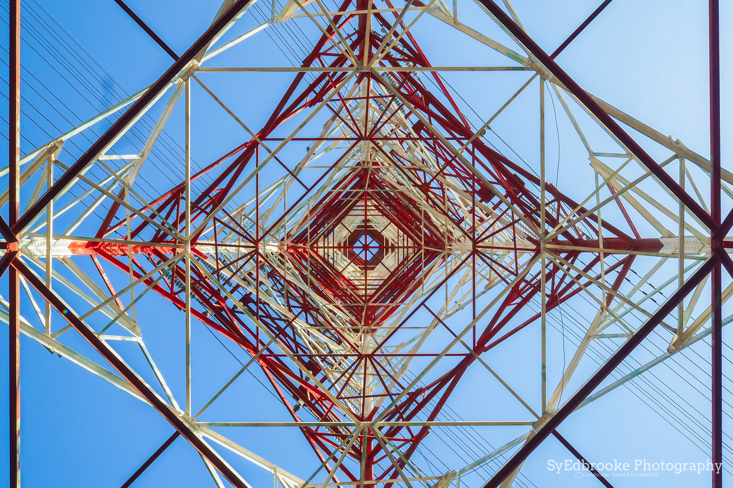 looking up at the pylon. f16, ISO 200, 1/20, 35mm
