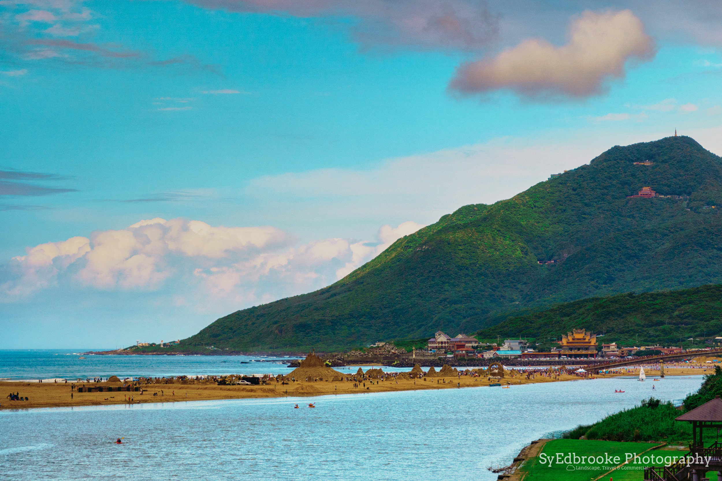 Looking towards Longmendiao towards Fulong. f10, ISO 200, 1/160, 100mm