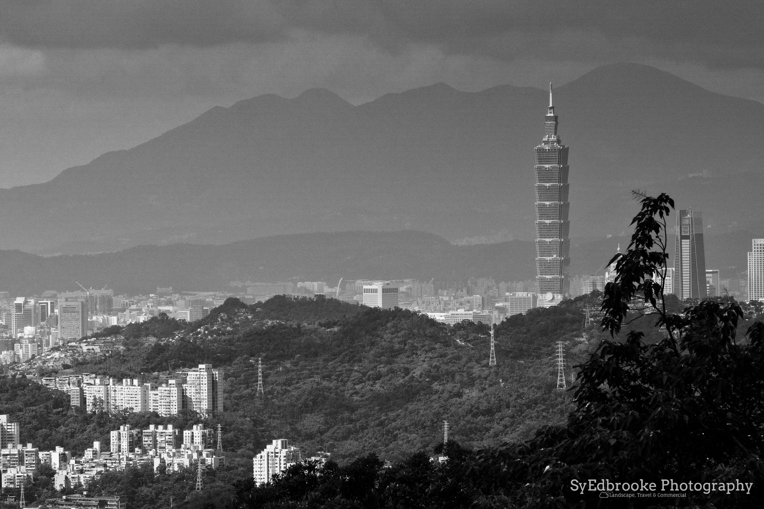 View from the cafe to 101. f11, ISO 320, 1/200, 200mm