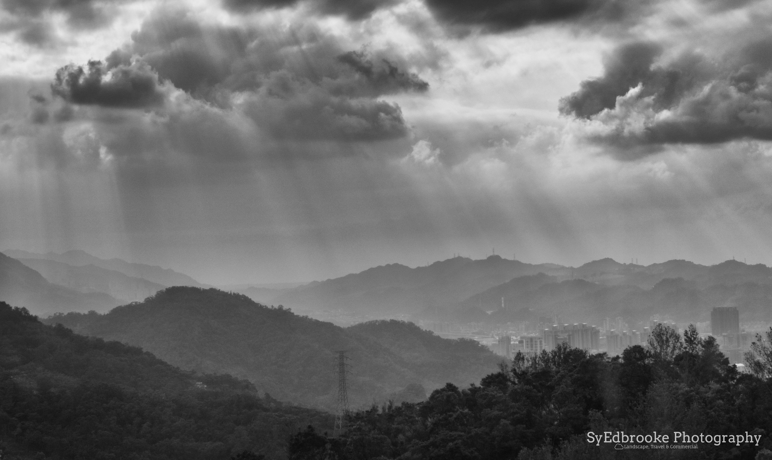 The dramatic light on the gondola back home. f11, ISO 200, 1/100, 80mm