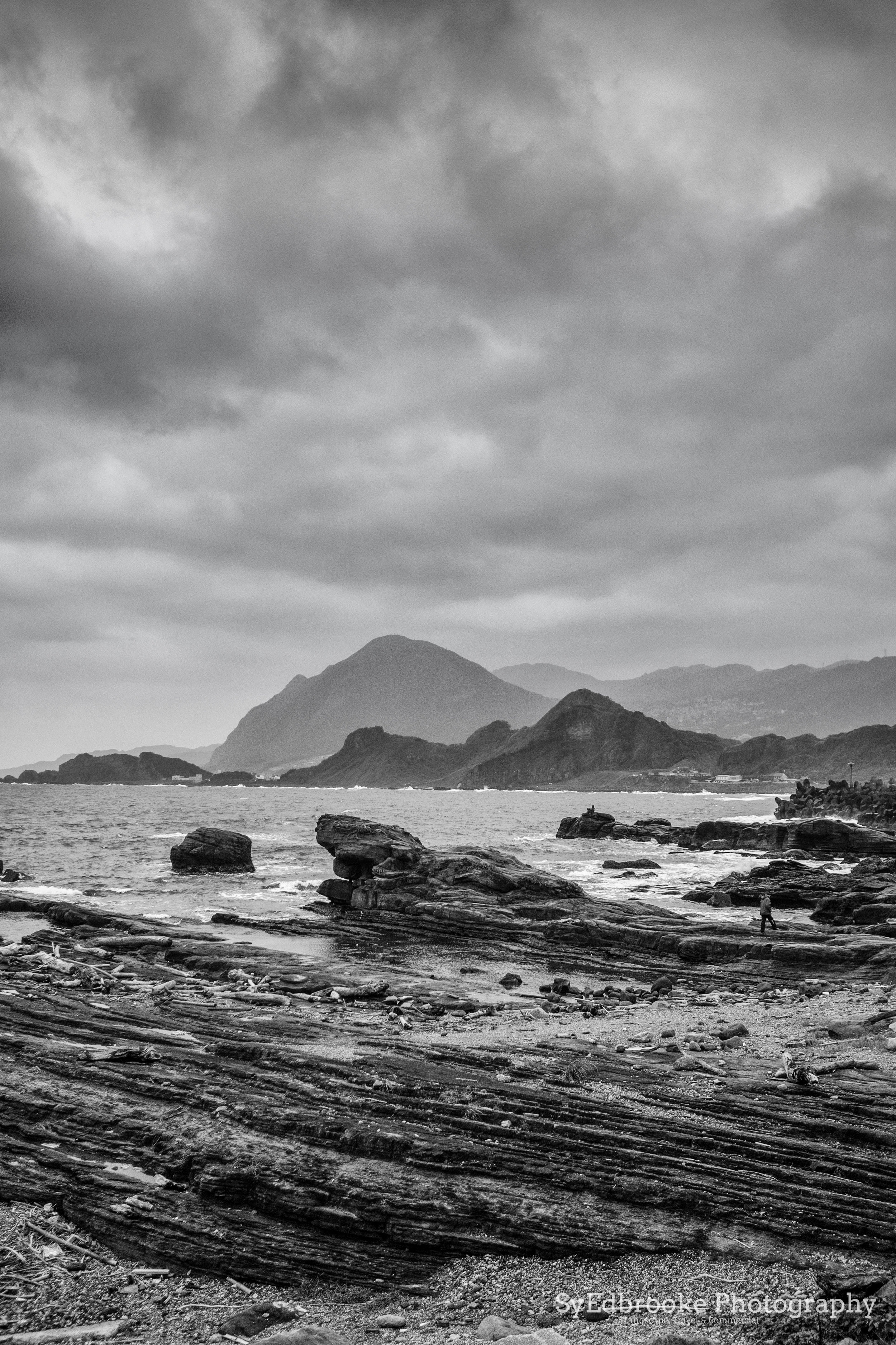 Elephant Rock headland with Mt Keelung in the background. f1.8, ISO 200, 1/1600, 35mm