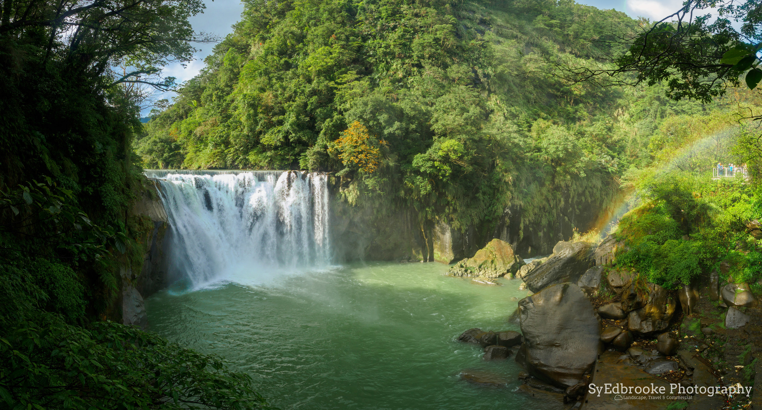 The basin viewing area of Shifen waterfall. 24mm, ISO 64, f7.1, 1/50