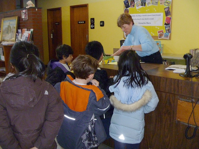 21st century schoolchildren checking out some good stuff!
