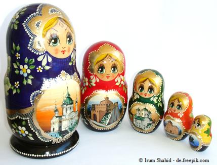 Wer kennt sie nicht?     Die  Matrjoschka  – ein typisches russisches Souvenir.     Doch Russisch ist noch viel mehr!