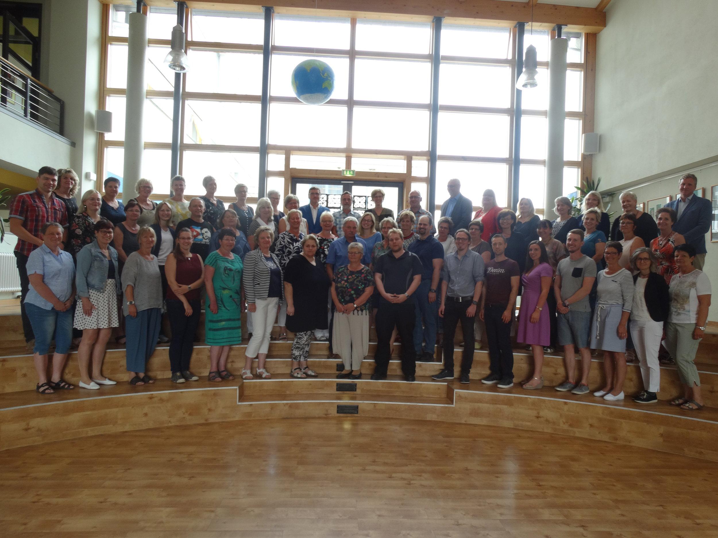Unsere Lehrer - An unserer Schule unterrichten insgesamt 45 Lehrerinnen und Lehrer sowie drei Referendarinnen.