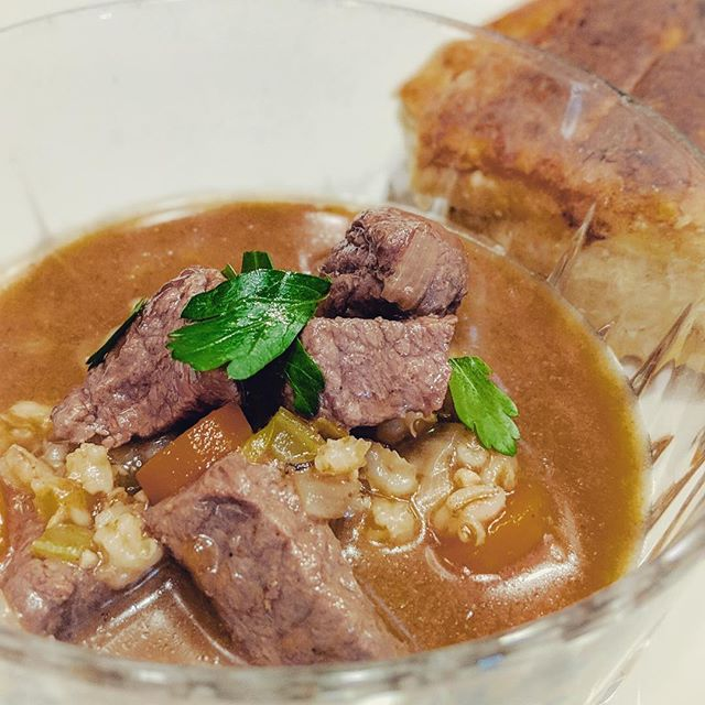 Nothing is better in this cold weather than beef and barley soup with home made beef stock. We made the beef stock last week with a combo of soup and marrow bones. For this hearty cold weather soup we carved up a Ranchly American Beef Roast — which is great braised in soups or stews. We can taste the Ranchly difference, can you? . . . . . #ranchly #ranchlybeef #knowwhereyourfoodcomesfrom #roast #soup #beefandbarley #foodporn #foodphotography #delicious #beefstock #asseenincolumbus #eat614  #eatlocal #wintersoup #startup