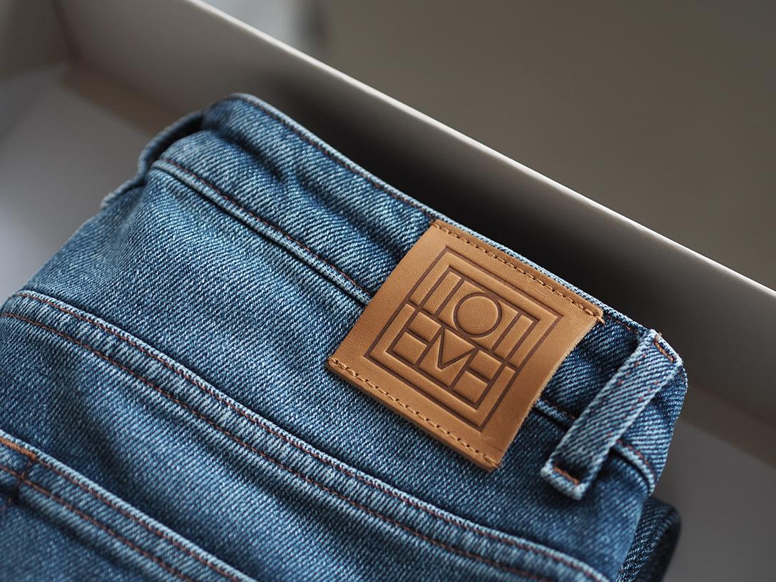 totême-jeans2.png