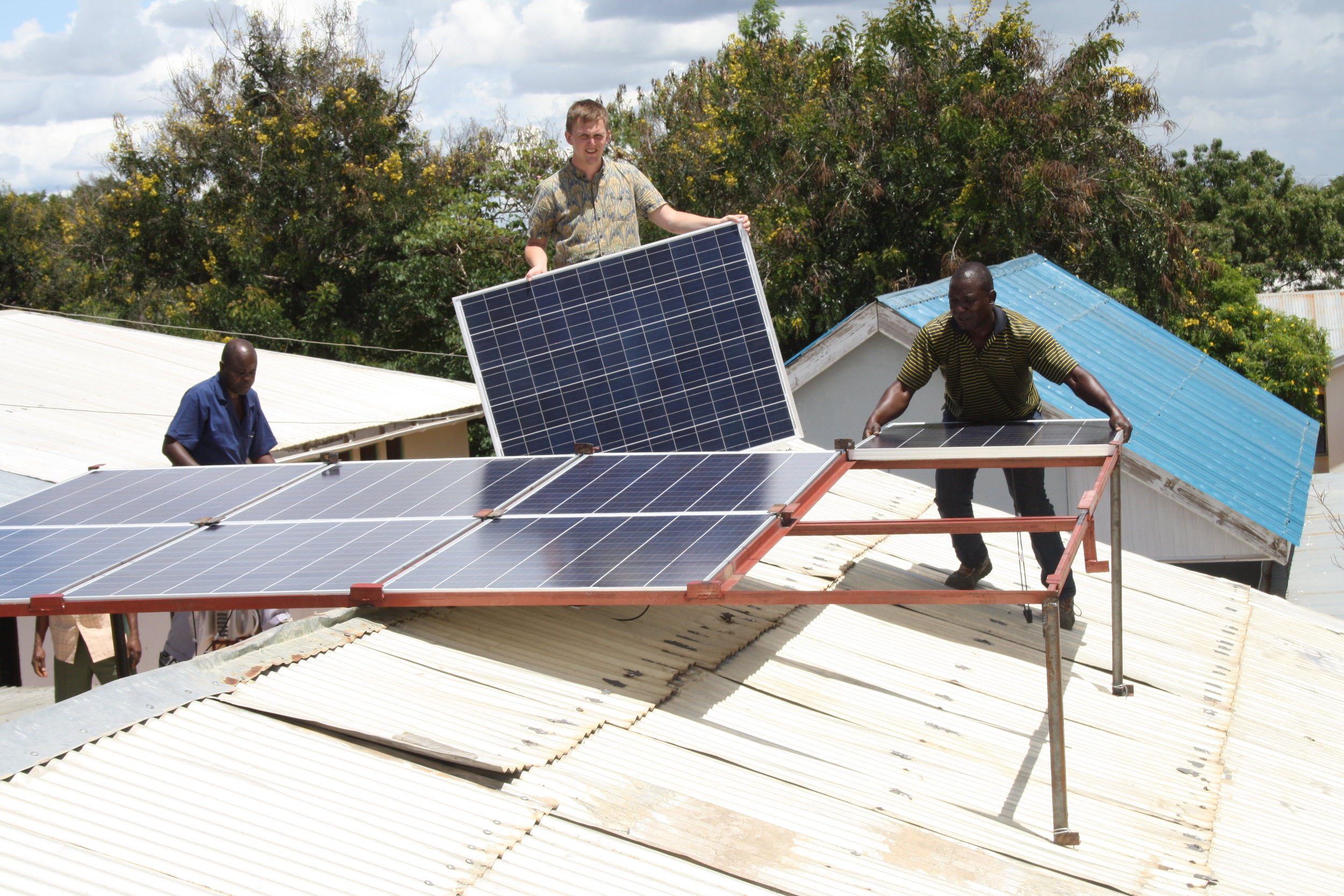 Installation of solar cells on a roof