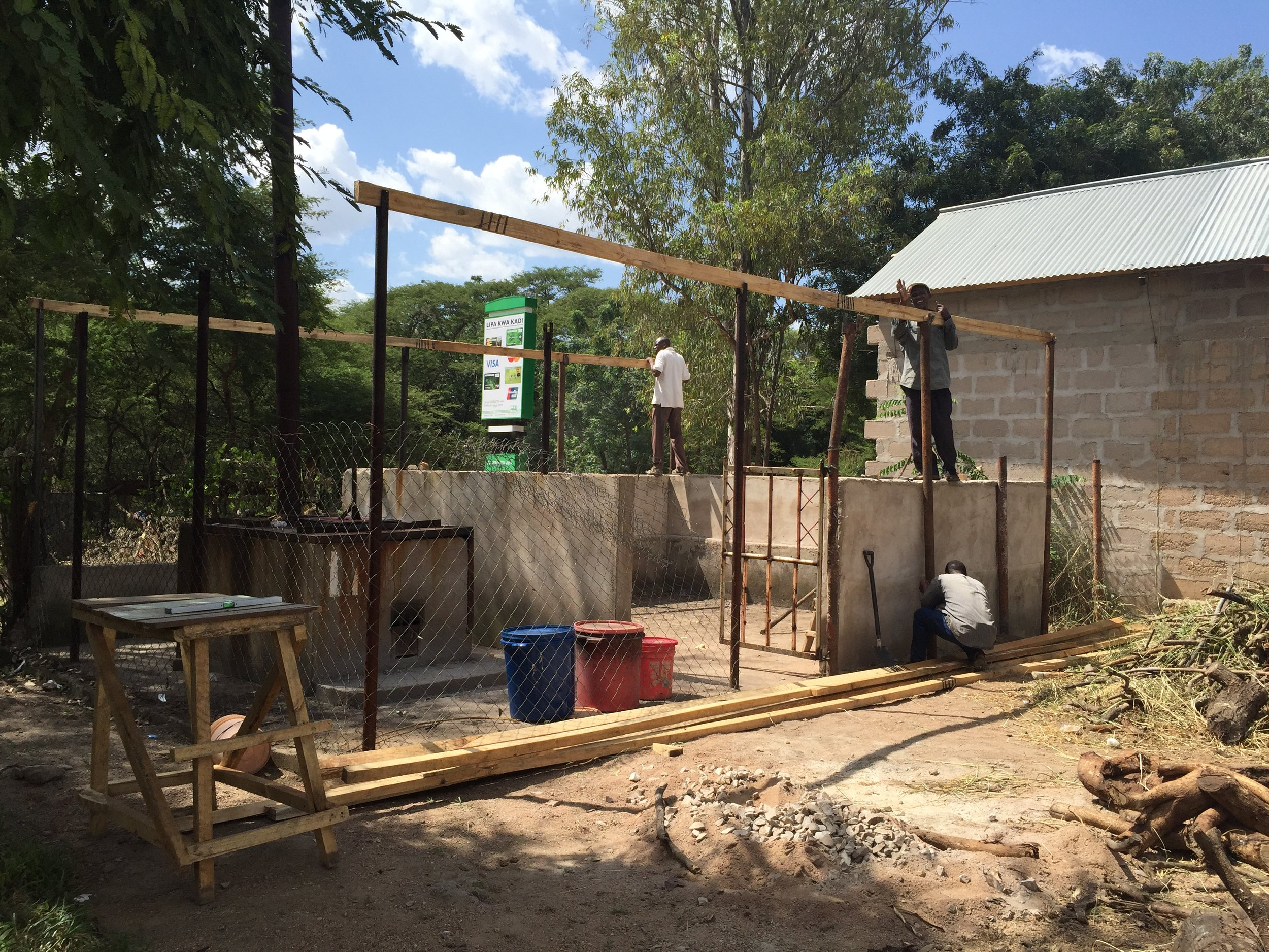 Construction of a new roof over the waste zone