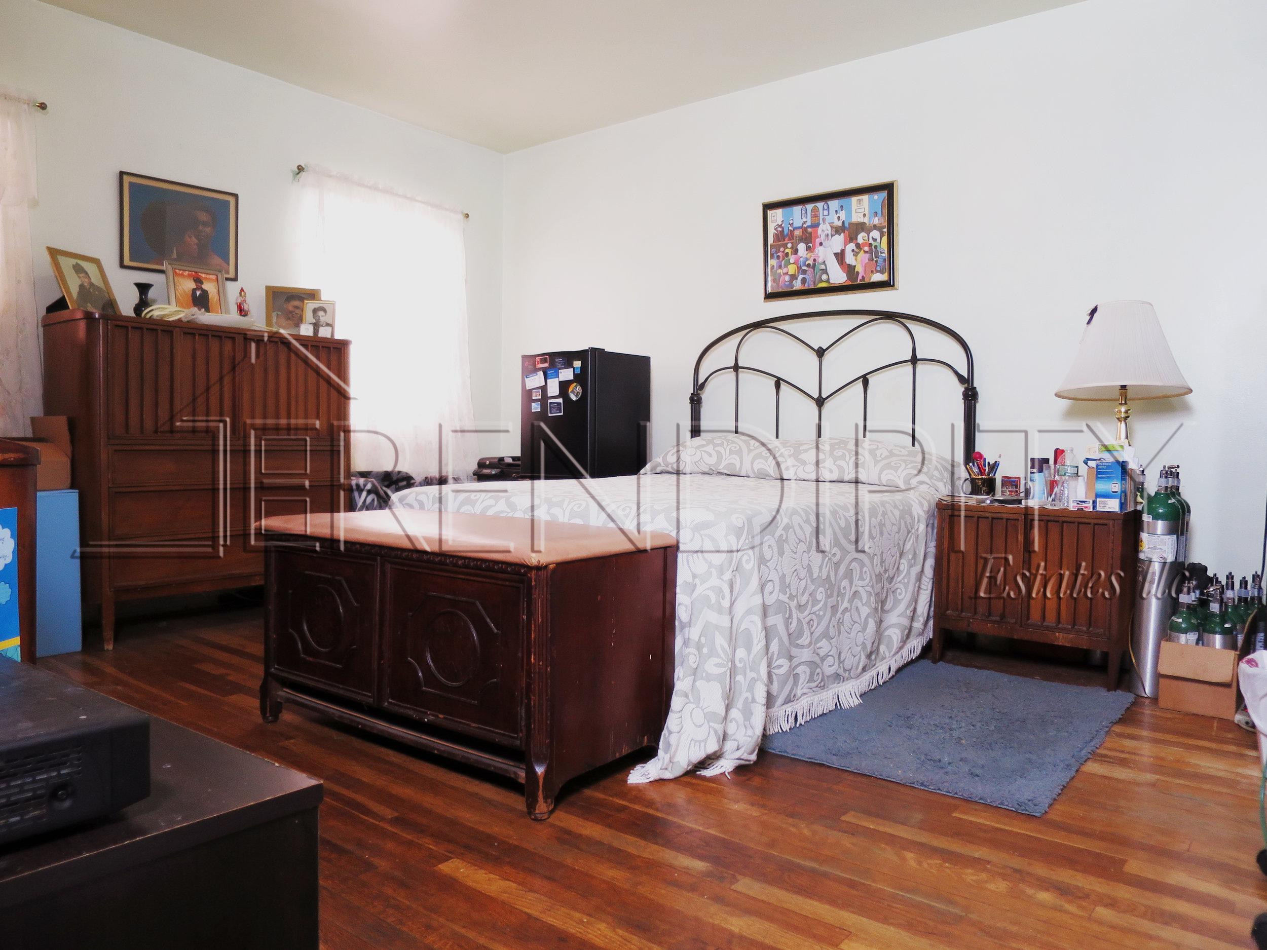 855 Crown Bedroom.jpg