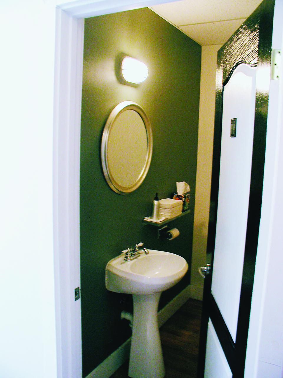 Accent_Bathroom.JPG