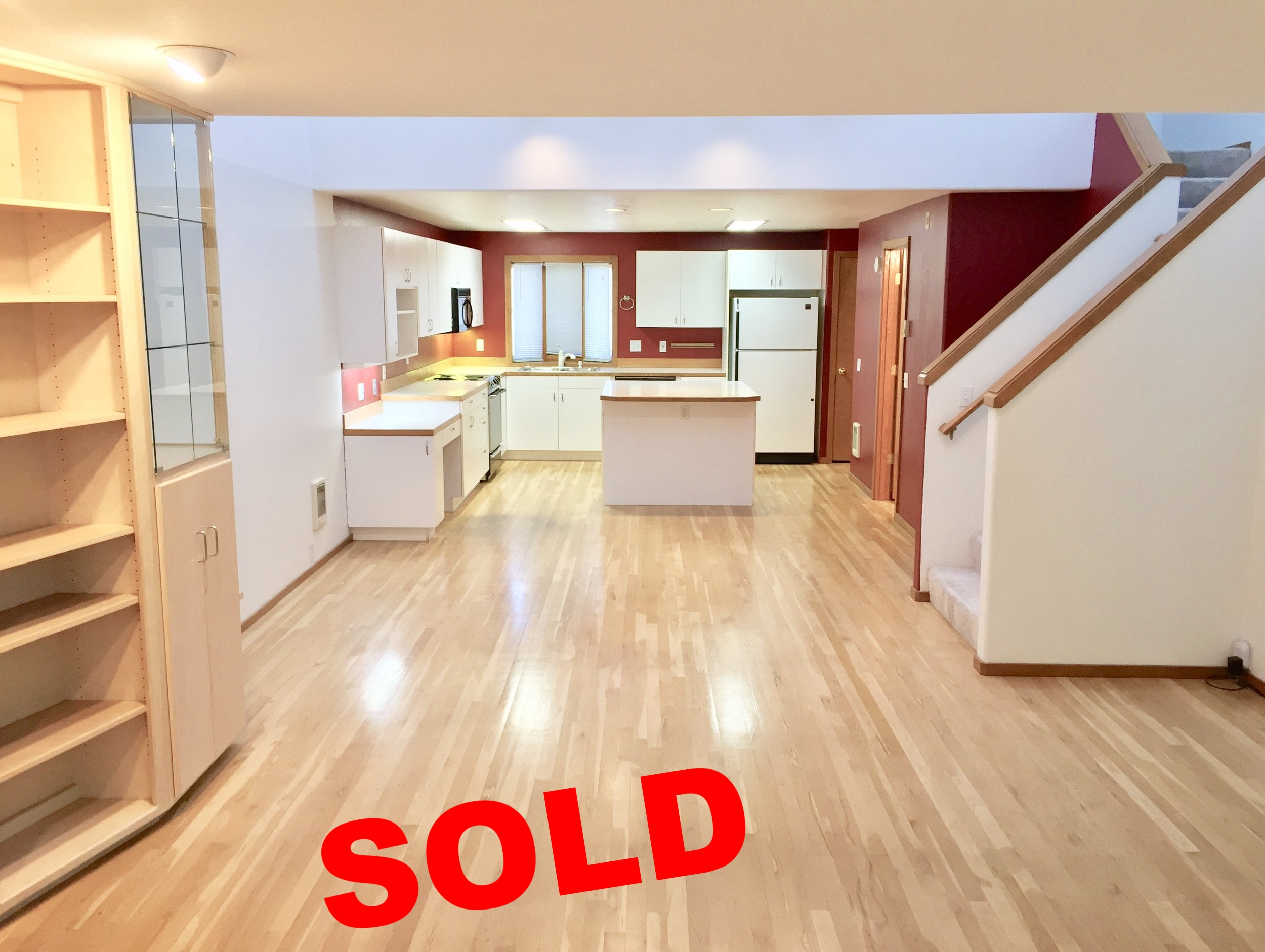 Sold!1050 NE Butler Market Rd. #39 - $214,000This spacious, conveniently located condo went pending in a little over a week and closed in just over 30 days.