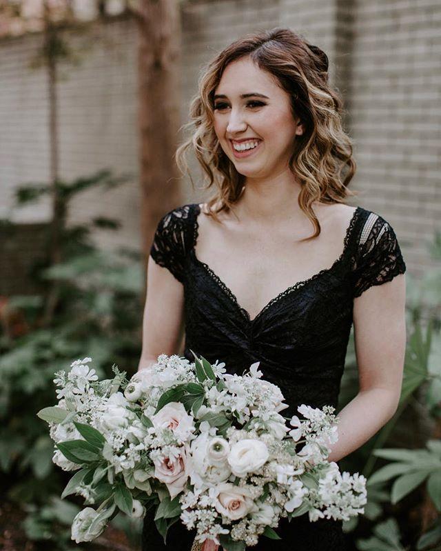 Life is always more beautiful with a smile 😁😁😁 • • •  #emmacaitlyncreative #bride #engaged #style #flowerstagram #weddingsofinstagram #gettingmarried #bridal #bridalbouquet #smile #laugh #friends #bridesmaids #bridalmakeup #bridalhair