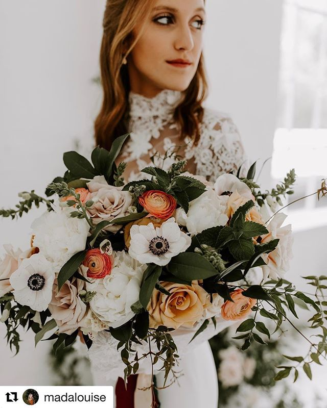 I'm totally obsessed with everything about this photo. Thanks @madalouise 🙌🙌 venue: @thelumenroom  dress: @elizabethleesebridal  model: @parisi_laura • • •  #emmacaitlyncreative #floral #styledshoot #photography #flowerstagram #bride #gettingmarried #bouquet #weddings #weddingphotography #style #dress #bridal #model #dallas #bridalmakeup #fall #roses