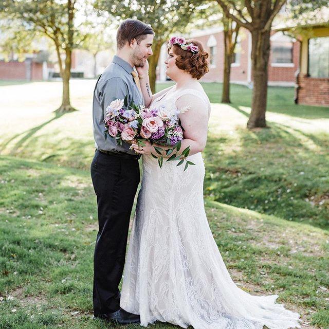 #Repost @melissaclairephoto ・・・ High school sweethearts turned into bride and groom 💕✨ #hadtorepost #repost #wedding #weddingphotography #emmacaitlyncreative #weddingflowers #bouquet #trending #rose