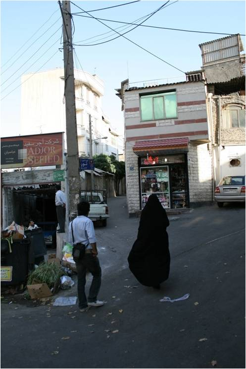 Women using Neda Square as a place of shopping and transit, Tehran 2010. (University of Tehran students)