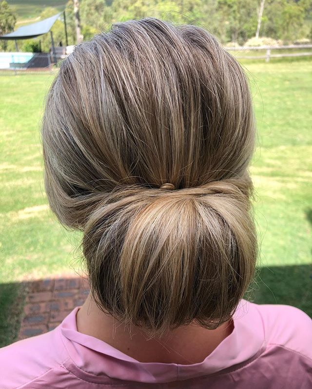 To get the volume in this low bun, I used a Hair donut 🍩 #nofilterneeded ~ ~ #texturedhair #blondehair #bridesmaids #thestylistcollective #weddinghair #longweekend