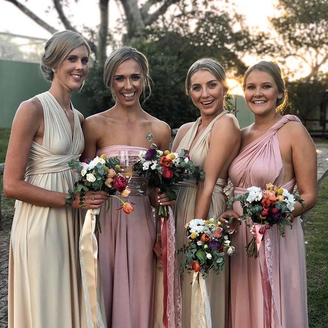 What a stunning bunch of ladies. 👭👭 ❤️ ❤️ ❤️ ❤️ #weddingshinterland #sunshinecoastwedding #spicershiddenvale #mountains #views👀 #sunshinecoastweddinghairdresser #mobilehairstylist