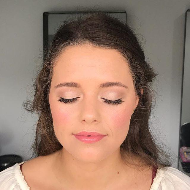 Trials in the studio today on this gorgeous girl #thestylistcollective #weddingmakeup #bridalmakeup #sunshinecoastmakeupartist #noosa #mooloolaba #maleny #montville #thebridestree